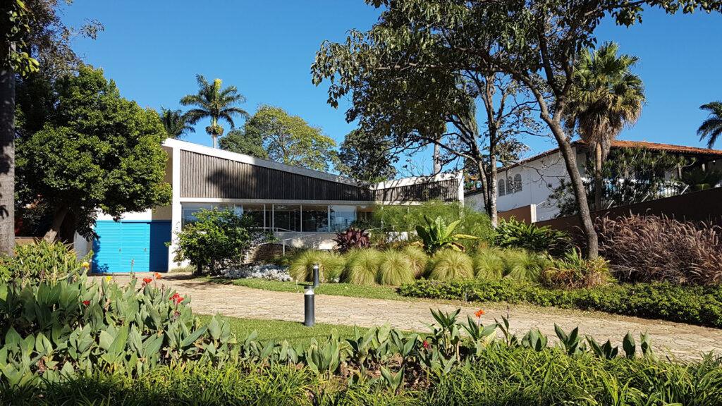 Belo Horizonte: Wesley sugere que os visitantes conheçam as obras que marcaram a parceria entre Juscelino Kubitschek (prefeito de BH entre 1940 e 1945, e presidente da República de 1956 a 1961) e o arquiteto Oscar Niemeyer, como o Conjunto Arquitetônico e Paisagístico da Pampulha, que reúne Museu de Arte, Casa do Baile, Iate Tênis Clube, Igreja São Francisco de Assis e Casa Kubitschek.