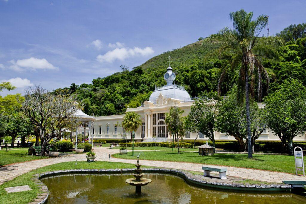 Região de belas paisagens, antigas fazendas de café e muitas opções para os adeptos do ecoturismo a menos de 100km de SP, o Sul de Minas oferece tranquilidade e aventura. Wesley destaca as águas termais de Caxambu e Poços de Caldas.