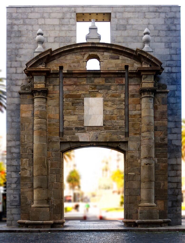 <b>Puerta de la Ciudadela, no centro histórico de Montevidéu.</b>